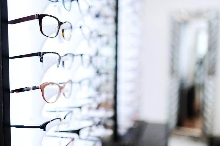 メガネ店の陳列