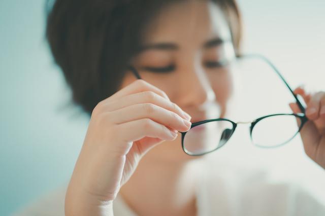 コンタクトレンズの度数からメガネの度数は換算できる?│はじめてのコンタクトレンズ.com