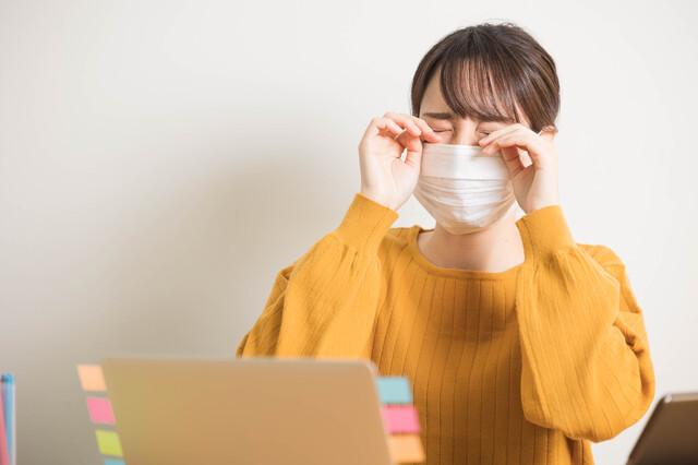 マスクをしていると目が乾く?│はじめてのコンタクトレンズ.com