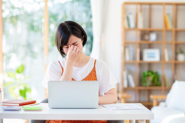 コンタクトレンズ装用時の目の疲れを緩和する、目のケア方法をご紹介│はじめてのコンタクトレンズ.com