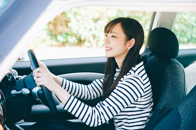 運転免許証にカラコンはNG!その理由と車の運転に関わるカラコン事情|はじめてのコンタクトレンズ.com