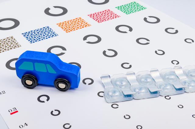 免許取得後、車を運転するときはカラコンを使ってもいい?|はじめてのコンタクトレンズ.com